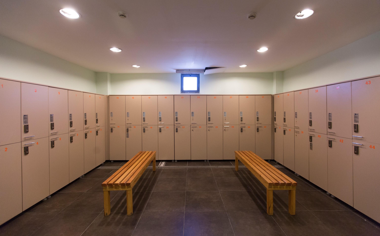 Спортзал для девушек раздевалка, Скачать В женской раздевалке одного спортивного 22 фотография